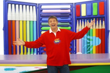 Television Programme 'ART ATTACK' on CiTVSet among the giant po
